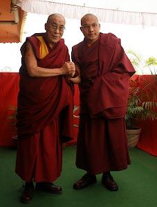 https://kalarupa.com/img/my_pics/Dalai_Lama_and_Karmapa-sm.jpg
